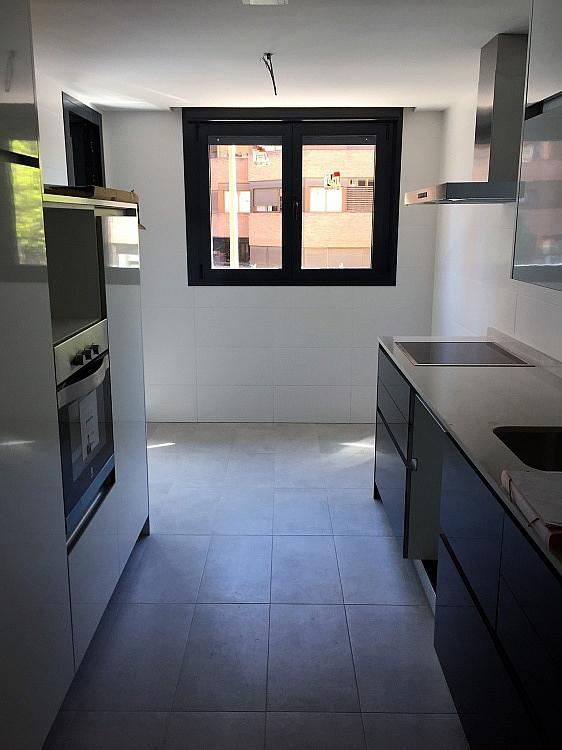 Piso en alquiler en calle Avda Alfonso XIII, Chamartín en Madrid - 333065956