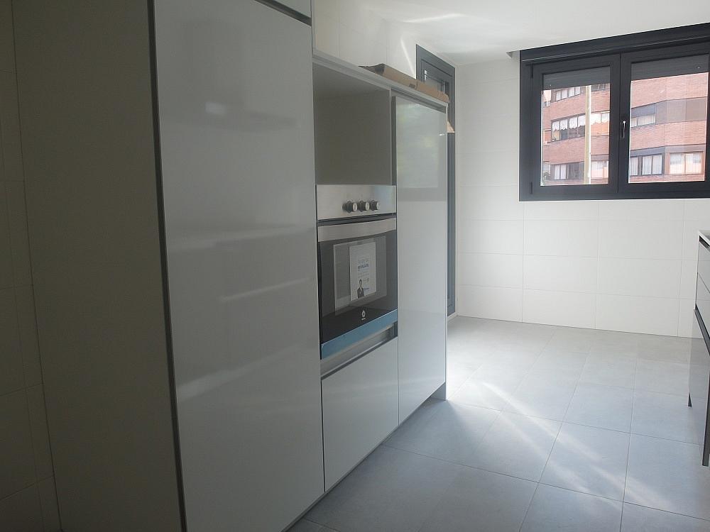 Piso en alquiler en calle Avda Alfonso XIII, Chamartín en Madrid - 333065959
