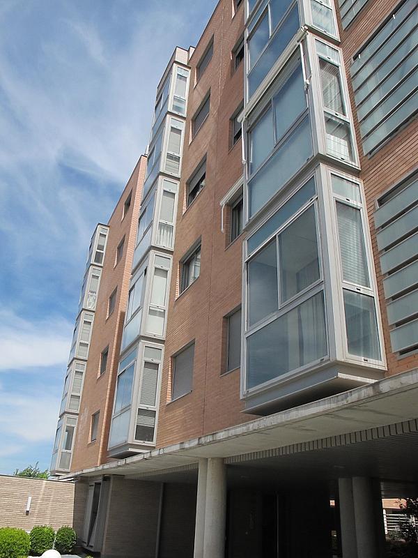 Piso en alquiler en calle Isabel Clara Eugenia, Sanchinarro en Madrid - 272262208