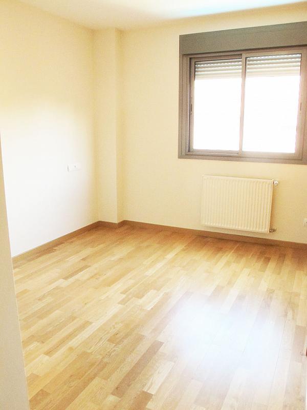 Piso en alquiler en calle Isabel Clara Eugenia, Sanchinarro en Madrid - 272262220