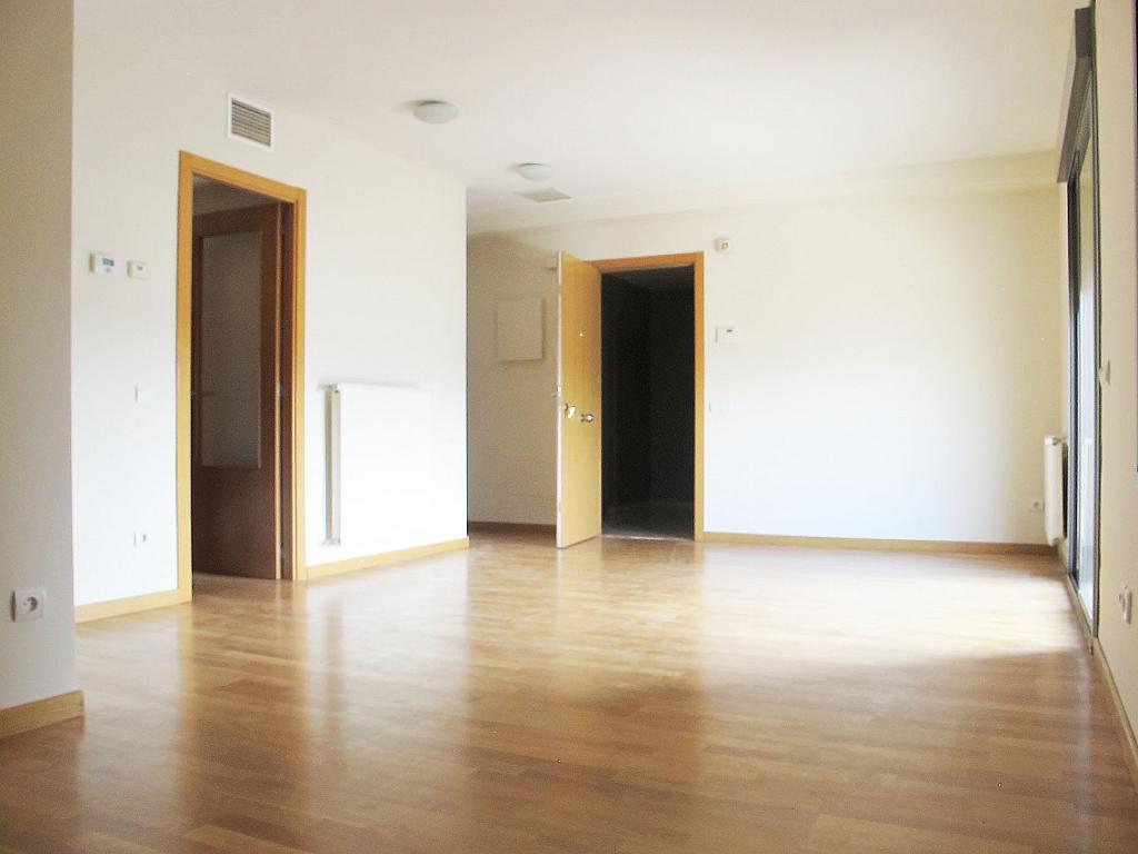 Piso en alquiler en calle Isabel Clara Eugenia, Sanchinarro en Madrid - 272262238