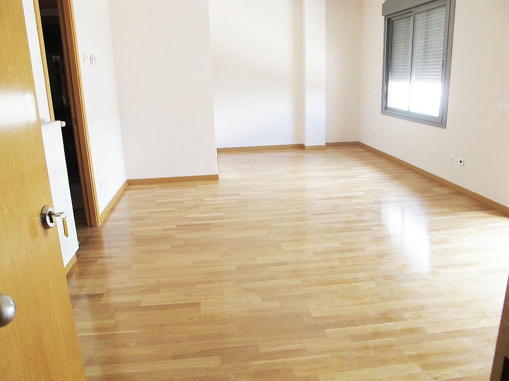 Piso en alquiler en calle Isabel Clara Eugenia, Sanchinarro en Madrid - 272262469