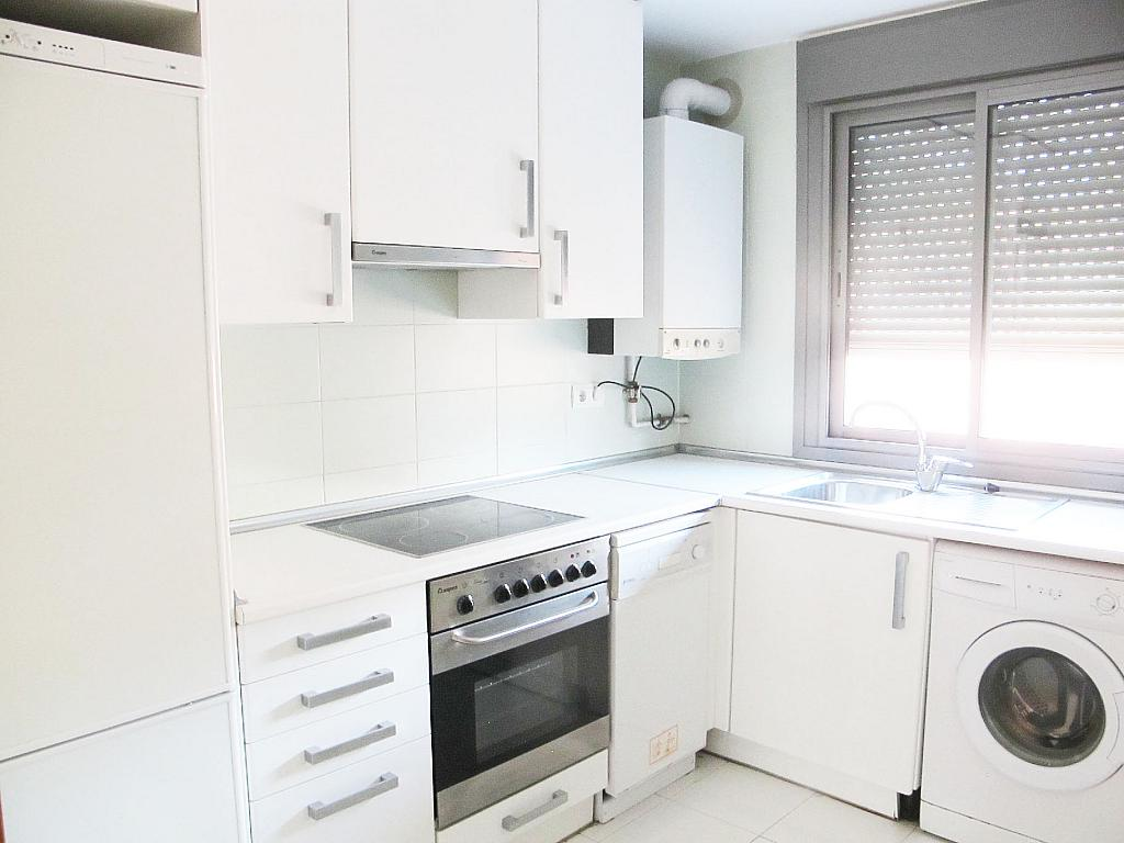 Piso en alquiler en calle Isabel Clara Eugenia, Sanchinarro en Madrid - 272262471
