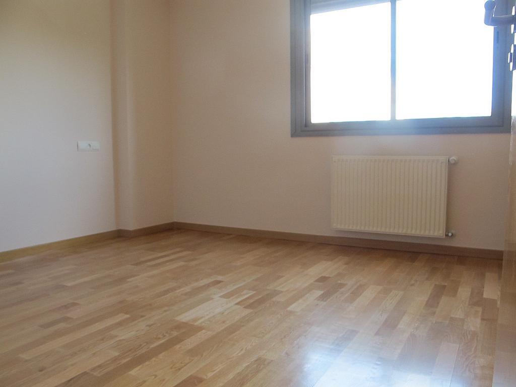 Piso en alquiler en calle Isabel Clara Eugenia, Sanchinarro en Madrid - 272263458