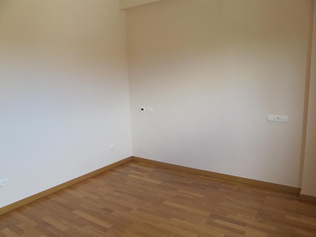 Piso en alquiler en calle Isabel Clara Eugenia, Sanchinarro en Madrid - 272263485
