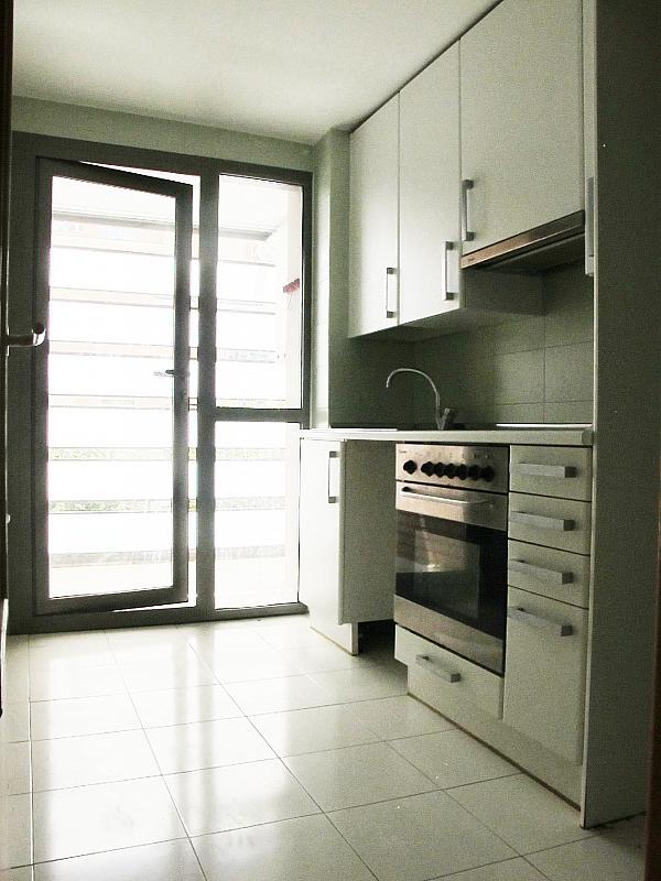 Piso en alquiler en calle Isabel Clara Eugenia, Sanchinarro en Madrid - 272263489