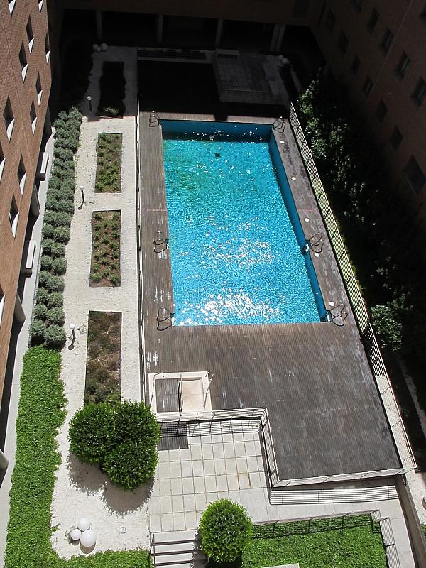 Piso en alquiler en calle Isabel Clara Eugenia, Sanchinarro en Madrid - 272264581
