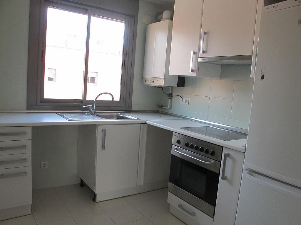 Piso en alquiler en calle Isabel Clara Eugenia, Sanchinarro en Madrid - 272264630