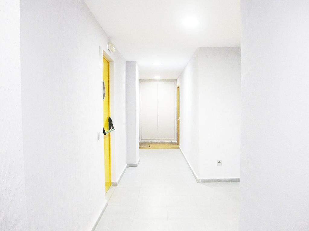 Piso en alquiler en calle Principe Carlos, Sanchinarro en Madrid - 272712950
