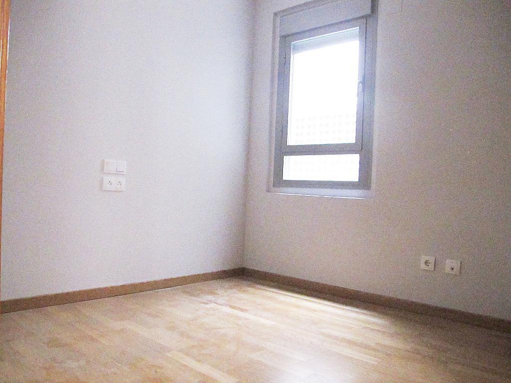 Piso en alquiler en calle Principe Carlos, Sanchinarro en Madrid - 272712972