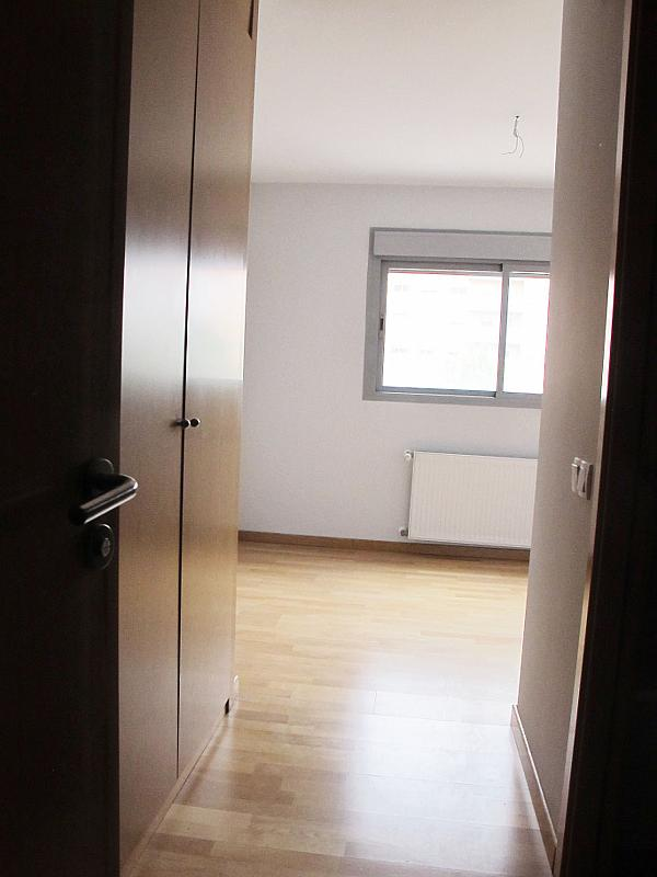 Piso en alquiler en calle Principe Carlos, Sanchinarro en Madrid - 272712976