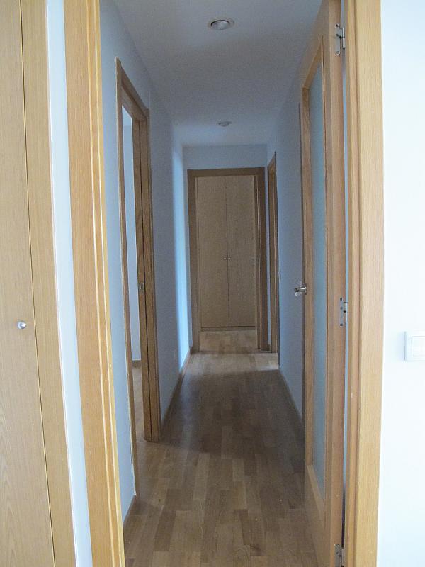 Piso en alquiler en calle Principe Carlos, Sanchinarro en Madrid - 273015775