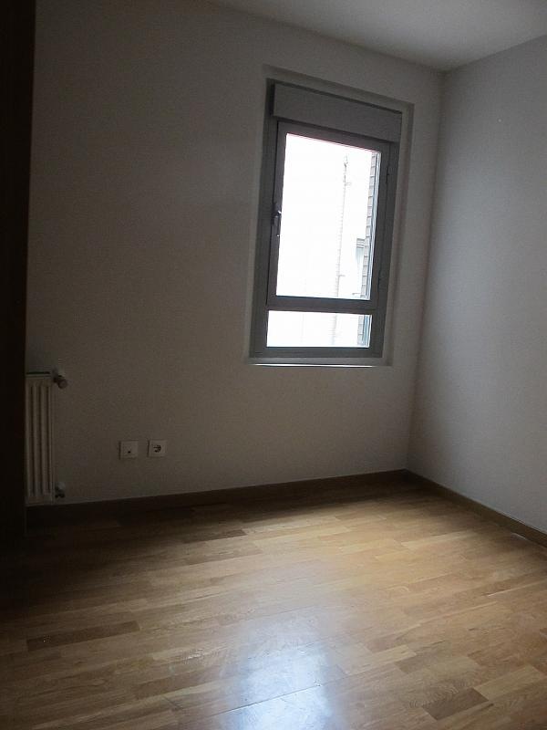 Piso en alquiler en calle Principe Carlos, Sanchinarro en Madrid - 273015781