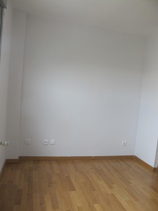 Piso en alquiler en calle Principe Carlos, Sanchinarro en Madrid - 273015823