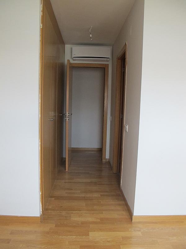 Piso en alquiler en calle Principe Carlos, Sanchinarro en Madrid - 273015824
