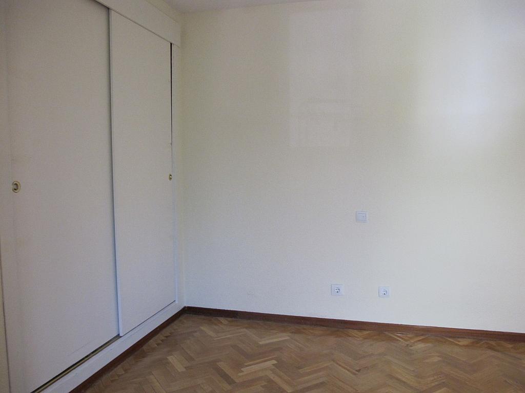 Piso en alquiler en calle Pinar de Somosagu, Urb. Somosaguas en Pozuelo de Alarcón - 324847203