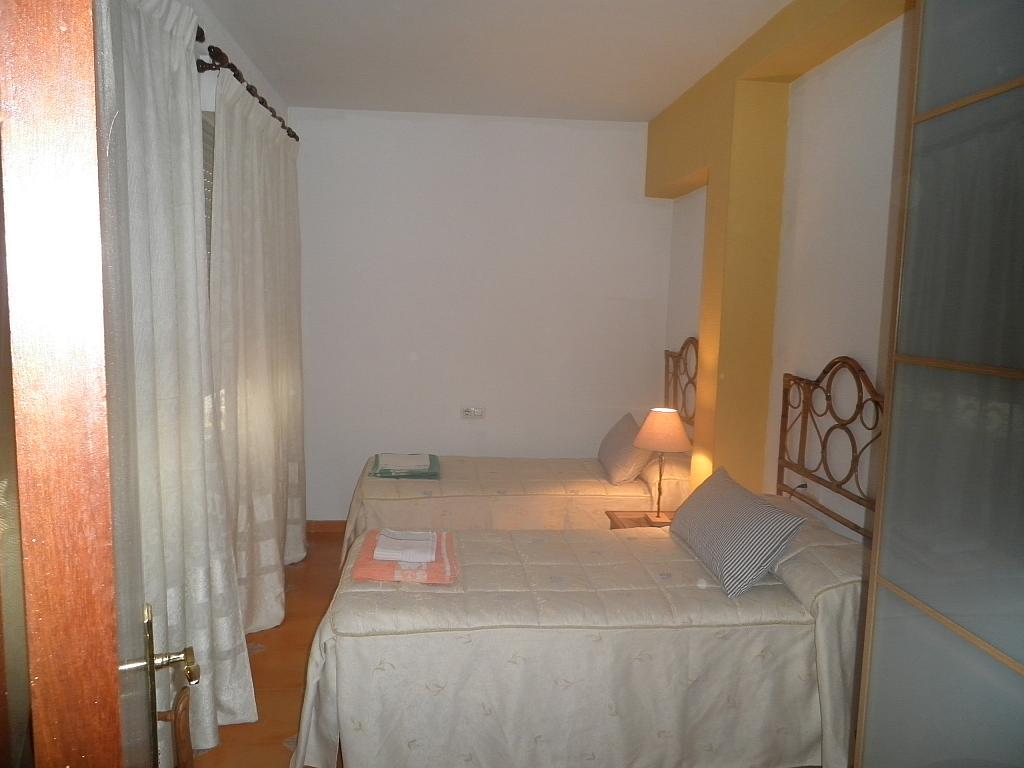 Dormitorio - Piso en alquiler en calle Beatriz de Suabia, Nervión en Sevilla - 267230957