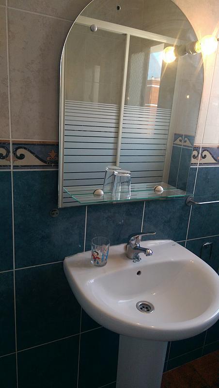 Baño - Piso en alquiler en calle Venecia, El Torrejón - El Cerezo en Sevilla - 283644631