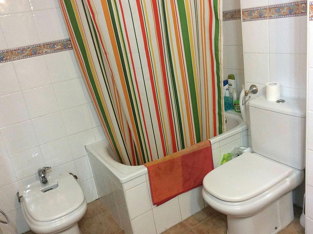 Piso en alquiler en calle Beatriz de Suabia, Nervión en Sevilla - 299725032