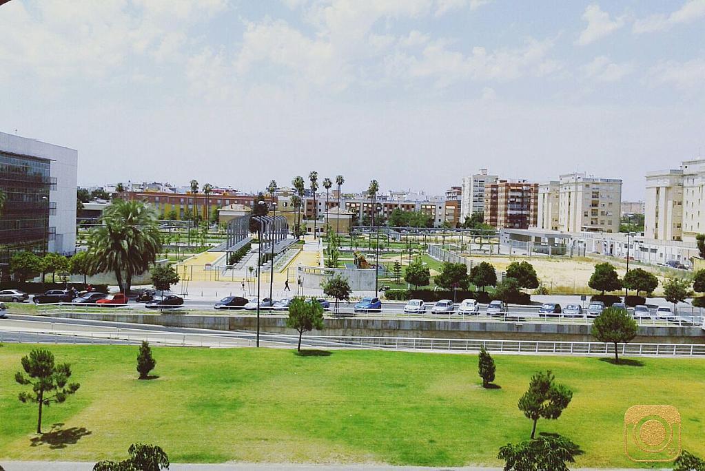 Piso en alquiler en calle Cruz del Sur, Nervión en Sevilla - 301816885