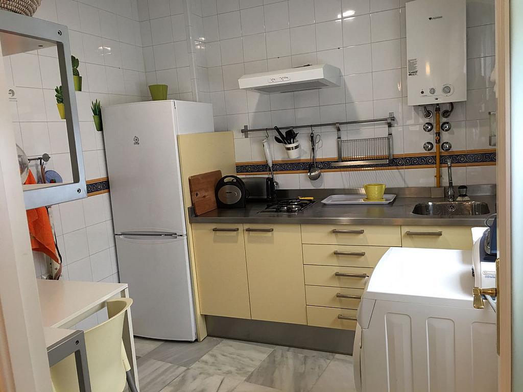 Piso en alquiler en calle Pastor y Landero, Arenal en Sevilla - 329613344