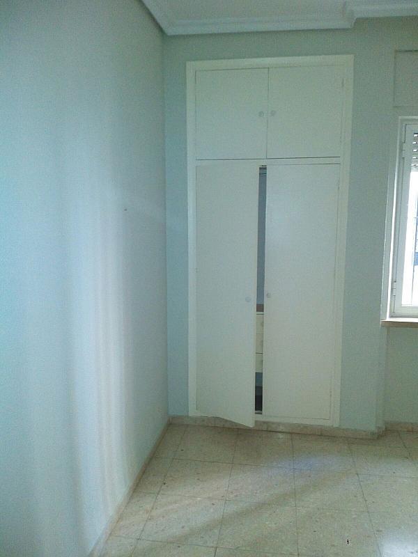Piso en alquiler en calle Virgen de la Oliva, Los Remedios en Sevilla - 330141842