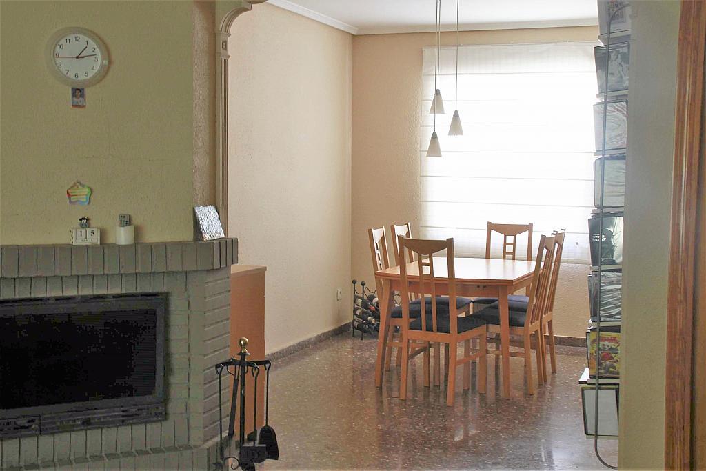 Salón - Casa adosada en alquiler opción compra en calle Savador Matias Escrich, Casinos - 316752714