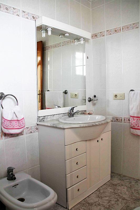 Baño - Casa adosada en alquiler opción compra en calle Savador Matias Escrich, Casinos - 316752740