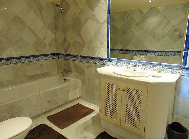 Bano - Apartamento en alquiler en Benahavís - 277706521