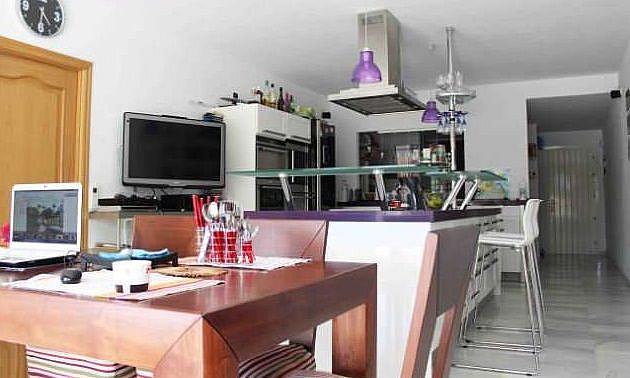 Cocina - Apartamento en alquiler en Estepona - 277714372