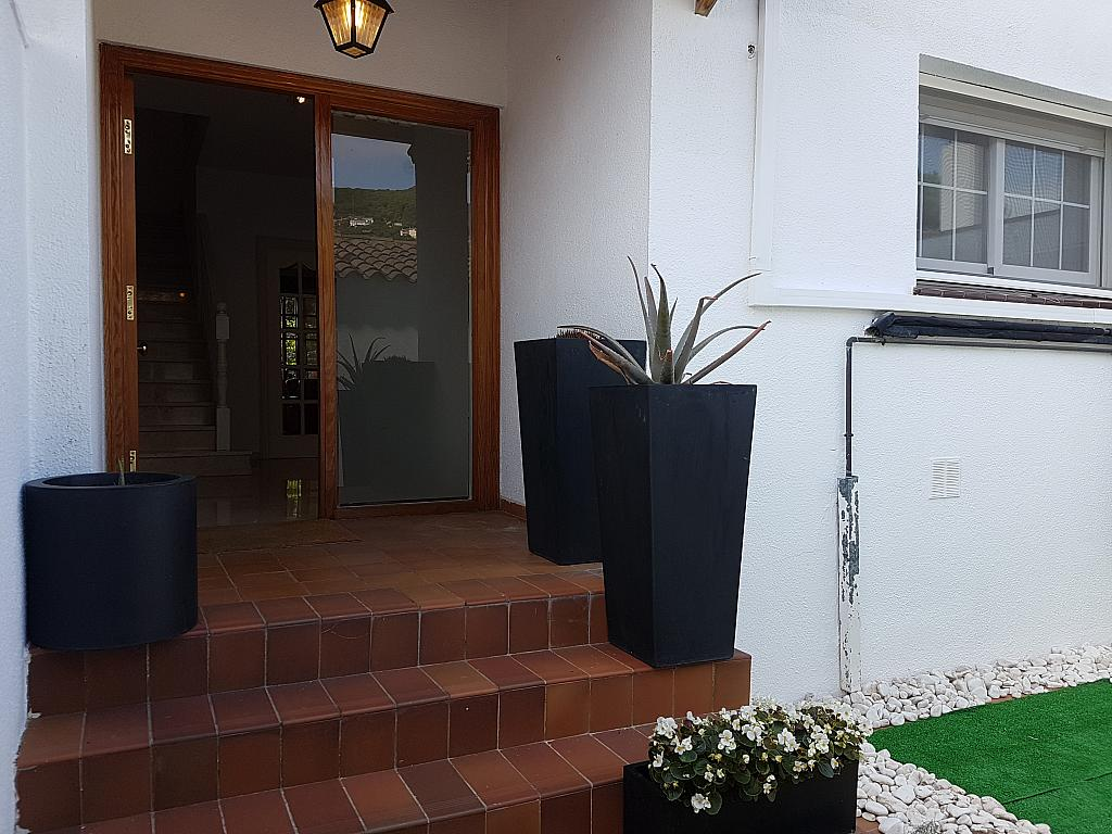 Fachada - Casa adosada en alquiler en pasaje Esparragueres, Cabrils - 327647411