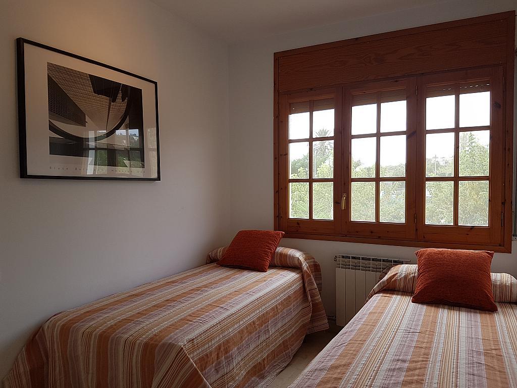 Dormitorio - Casa adosada en alquiler en pasaje Esparragueres, Cabrils - 327647454