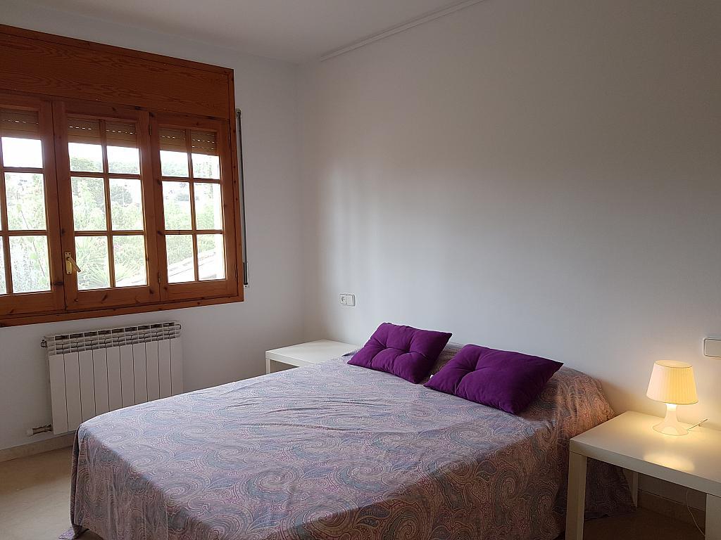 Dormitorio - Casa adosada en alquiler en pasaje Esparragueres, Cabrils - 327647461