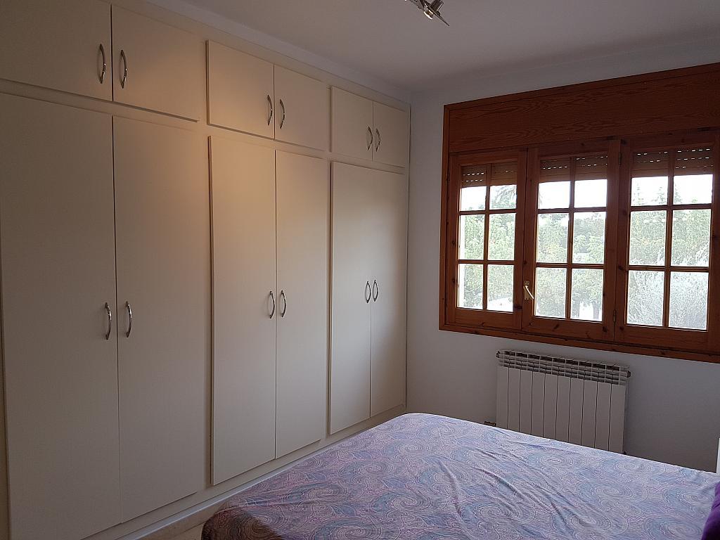 Dormitorio - Casa adosada en alquiler en pasaje Esparragueres, Cabrils - 327647466