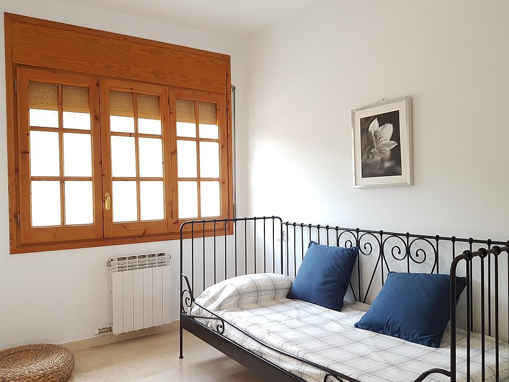Dormitorio - Casa adosada en alquiler en pasaje Esparragueres, Cabrils - 327647485