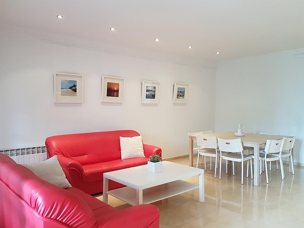 Salón - Casa adosada en alquiler en pasaje Esparragueres, Cabrils - 327647512