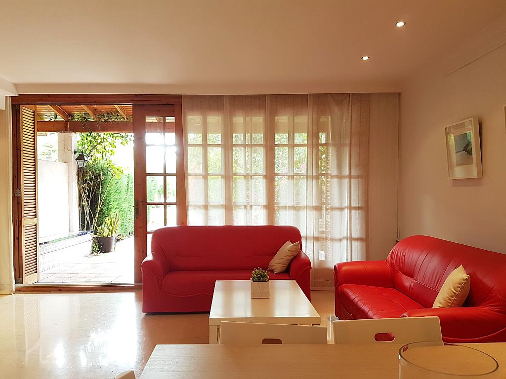 Salón - Casa adosada en alquiler en pasaje Esparragueres, Cabrils - 327647518