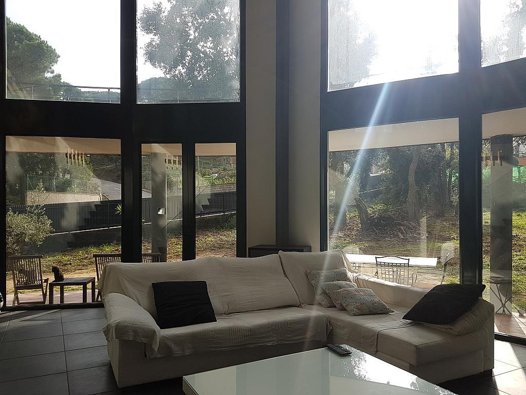 Salón - Casa en alquiler en calle Andalusia, Sant Cebrià de Vallalta - 339113771