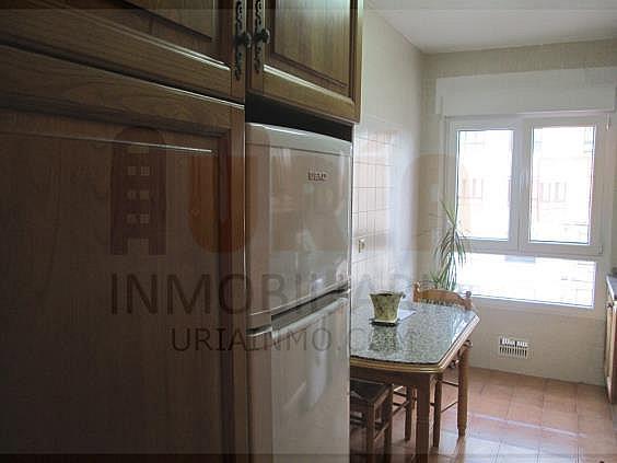Piso en alquiler en calle San Mateo, San Lazaro-Otero-Villafría en Oviedo - 312953076