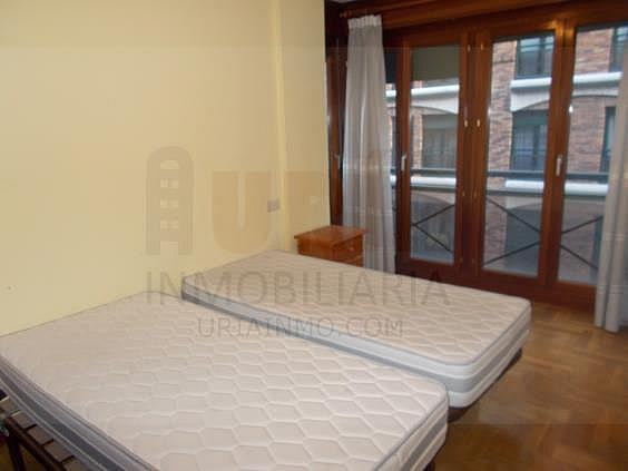 Piso en alquiler en calle Avellanos, Zona Teatro Campoamor en Oviedo - 330577321