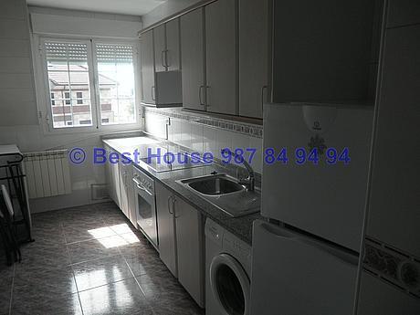 Foto - Apartamento en alquiler en calle La Virgen del Camino, Valverde de la Virgen - 351303924