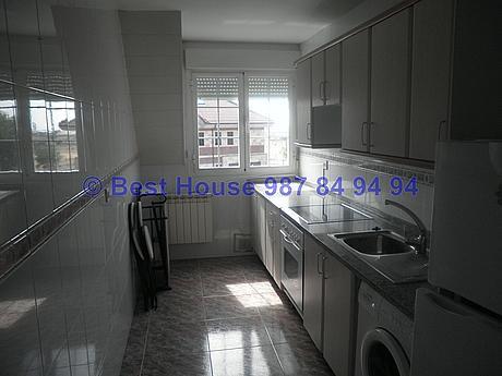 Foto - Apartamento en alquiler en calle La Virgen del Camino, Valverde de la Virgen - 351303927