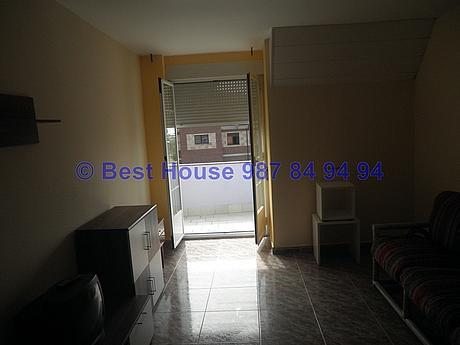 Foto - Apartamento en alquiler en calle La Virgen del Camino, Valverde de la Virgen - 351303933