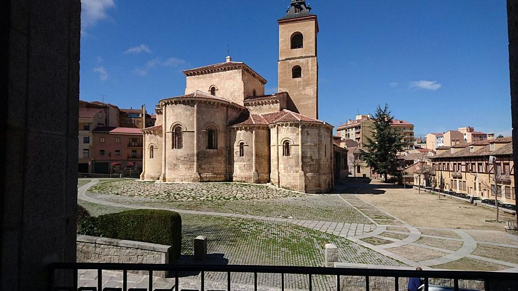 Piso en alquiler en calle Fernández Ladreda, Segovia - 358391496