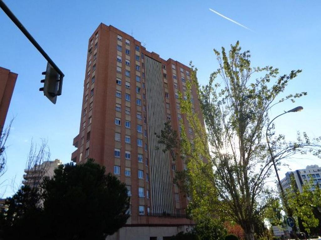 Piso en alquiler en calle De Torrelaguna, San Pascual en Madrid - 325753425