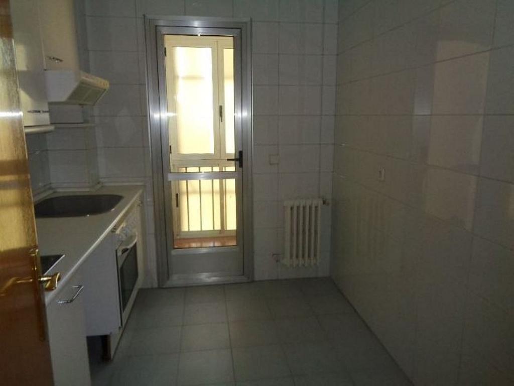 Piso en alquiler en calle De Torrelaguna, San Pascual en Madrid - 325753455