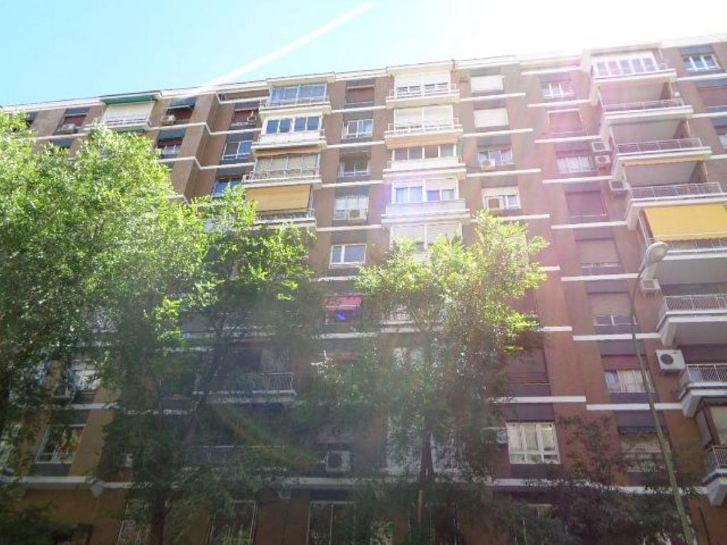 Piso en alquiler en calle Del Capitán Haya, Tetuán en Madrid - 325843192