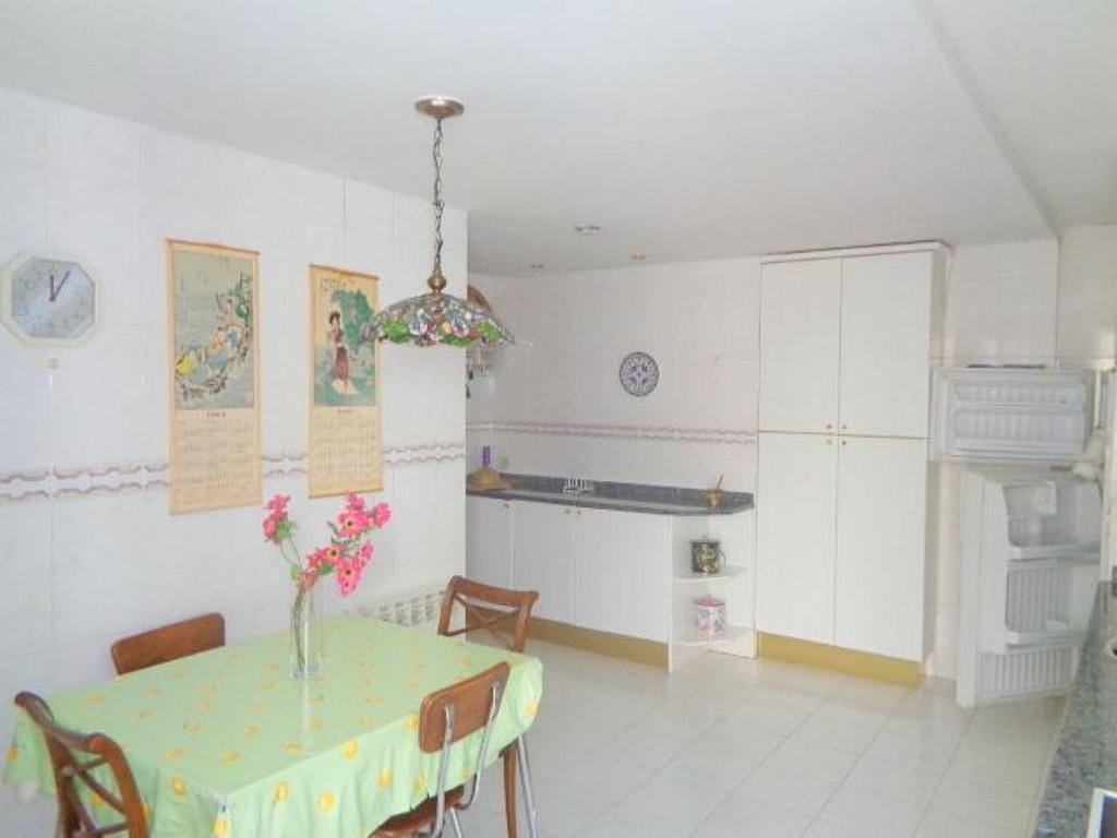 Piso en alquiler en calle Del Capitán Haya, Tetuán en Madrid - 325843213