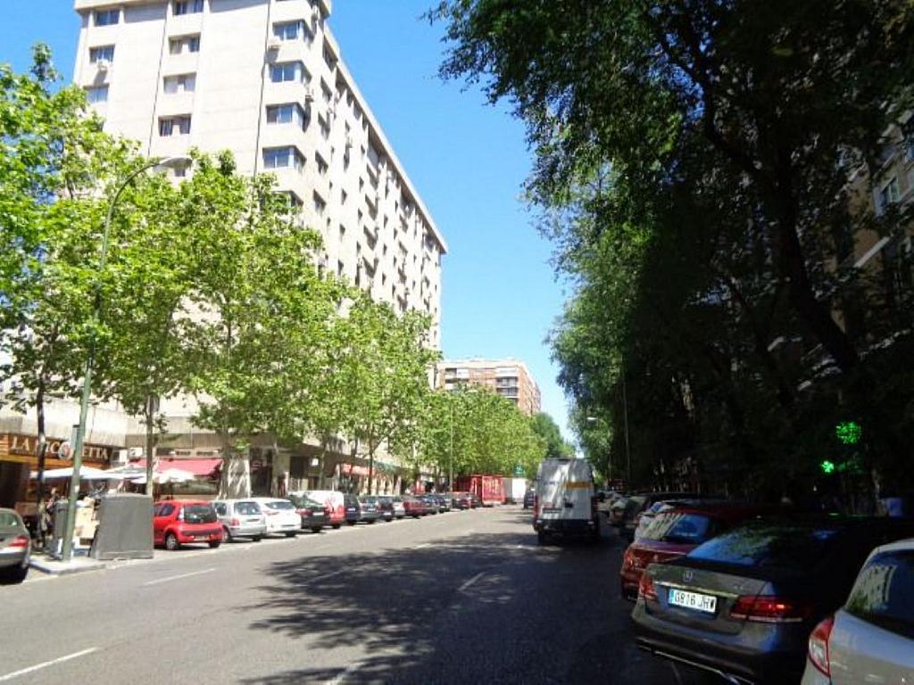 Piso en alquiler en calle Del Capitán Haya, Tetuán en Madrid - 325843225