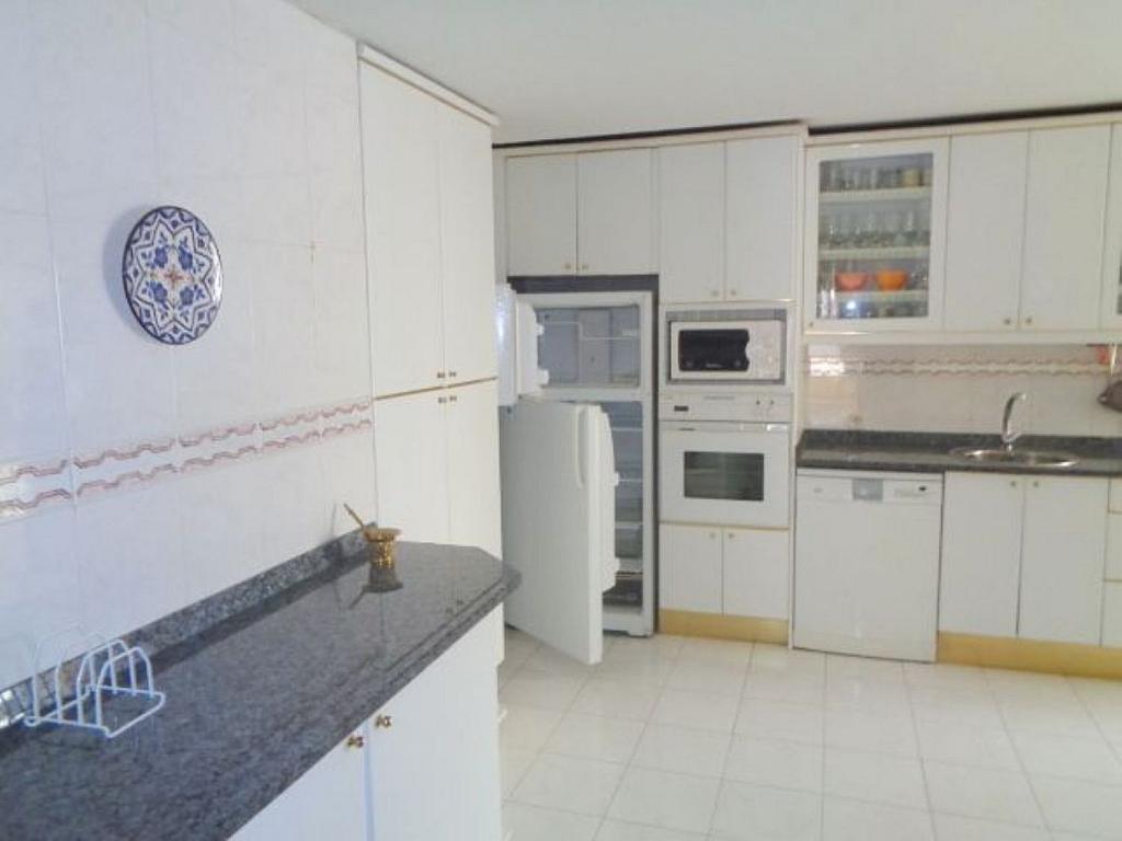 Piso en alquiler en calle Del Capitán Haya, Tetuán en Madrid - 325843249